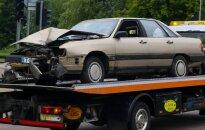 В Вильнюсе в два столба врезался бежавший от полицейских водитель