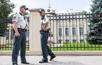Полиция устновила личность бросившего на территорию посольства Беларуси петарду