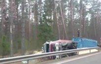 На дороге Вильнюс-Гродно перевернулся грузовик