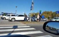 Vilniuje prie perėjos susidūrė trys automobiliai