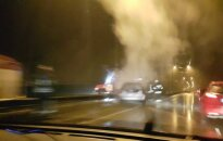 На автомагистрали произошло ДТП, водитель загоревшегося авто сбежал