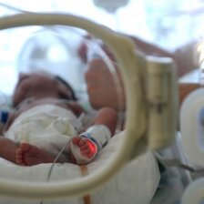 25 nėštumo savaitę gimusį sūnų filmavęs tėtis sukūrė jaudinantį filmą VIDEO