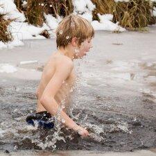 """Prie Vilniaus esančioje mokykloje vaikai maudosi eketėje <sup style=""""color: #ff0000;"""">(FOTO)</sup>"""