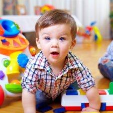 Kodėl mažam vaikui yra svarbiau žaisti, o ne mokytis skaityti