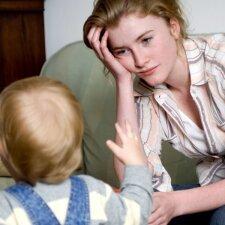 Visą dieną būnu su vaiku ir jis nemoka nė trupučio pabūti vienas: pataria psichologė