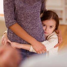 Efektyvūs būdai, kaip sutvardyti savo emocijas ir neišsilieti vaikų akivaizdoje