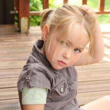 Rudenį vaikus atakuoja utėlės: ką svarbu žinoti tėvams