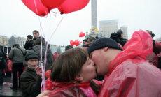 Pora bučiuojasi flashmob surengtoje akcijoje.