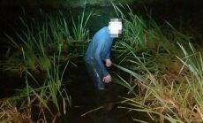 Nuo pasieniečių slėpęsis baltarusis kontrabandininkas valandą mirko kūdroje