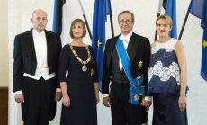 Kersti Kaljulaid su vyru Georgi-Rene Maksimovskiu, Toomas Hendrikas Ilvesas su žmona Ieva Ilves