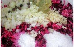 Ruošiamės žiemai: skanioji burokėlių ir cukinijų mišrainė