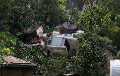 Kauno traktorius atsidūrė pas gyventoju kieme