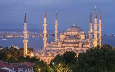 Naujas garsiosios turkės E. Shafak romanas – spalvingas tarsi rytietiškas kilimas