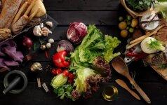 Dietologė pataria: kodėl pavasarį naudinga valgyti žalumynus?