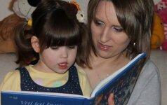 Knygas skaitanti 3 m. Austėja stebina neeiliniais gebėjimais FOTO