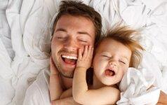 Linksmas video: kaip pirmus metus auga kūdikis ir barzda