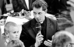 R. Doveika: dėl sprendimo rinktis kunigystę verkė ir mama, ir tėtis