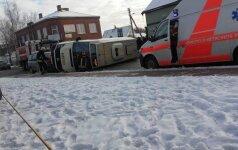В Мариямполе перевернулся пассажирский микроавтобус, есть пострадавшие