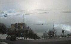Nufilmavo Naujininkuose siautėjusį BMW vairuotoją: įžūlus ir su vairuotojais, ir su pėsčiaisiais