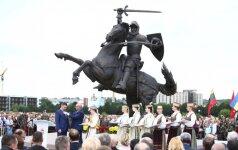 """Didi diena Kaunui - pilies kieme stojo didingas """"Laisvės karys"""""""