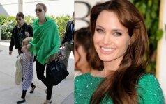 Auklės papasakojo, kaip Angelina Jolie namuose elgiasi su vaikais