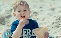 Psichologė: tėvai draudžia vaikui nesveiką maistą, o patys pasislėpę valgo