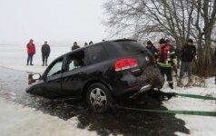 Житель Рокишкиса утопил автомобиль