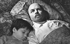 Кинохроника: Чуркин и Ленин в шалаше