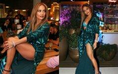 Ohoho! J.Lo figūra tiesiog stulbinanti!