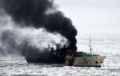 В Тихом океане горит траулер с 52 пассажирами на борту