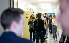 """Per egzaminą gimnazistė nusivylė mokyklos """"turtais"""": dėl ketvirtadalio užduočių atlikimo būsiu kalta ne aš"""