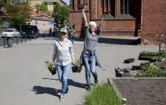 Adomas Mickevičius Vilniuje braidys po gėlių pievą