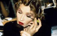 Daugybė C. Bruni veidų: modelis, dainininkė, pirmoji Prancūzijos ponia