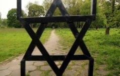 Студенты из США привели в порядок еврейское кладбище в Стаклишкес
