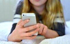 """Psichologė Asta Blandė: """"Kaip elgtumėtės, jei kažkas jums iš rankų išplėštų telefoną?"""
