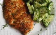 Vištienos šnicelis su agurkų salotomis