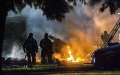 Самолет упал на жилые дома в Калифорнии: есть жертвы