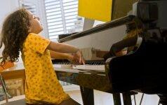 VIDEO, kuris nepaliks abejingų: mažoji dirigentė