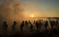 """Aušros Mažonės """"Nežinios fronto linijos"""" – 12 išpažinčių apie kario moters likimą"""