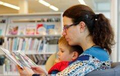 Vaikas nori vienos knygos, o mama siūlo kitą: kaip surasti aukso vidurį