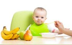 Gydytojas pataria, kodėl svarbu mažylį mokyti valgyti šaukšteliu