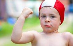 6 priežastys, kodėl reikia vaiką mokyti plaukti