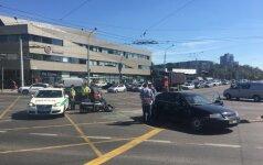 Из-за столкновения мотоцикла и авто в Вильнюсе образовались заторы