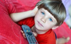 Sužinokite, kiek laiko saugu vaikams būti prie TV ir kompiuterio