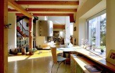 Menininkų namai Nidoje: kaip kūrybinės dirbtuvės virto ramybės oaze