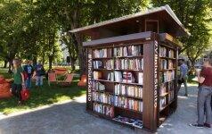 Sostinėje šimtui dienų atidaroma mobili skaitykla po atviru dangumi
