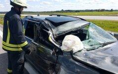 Трагедия на магистрали: семья из Латвии на BMW столкнулась с грузовиком, погибла женщина