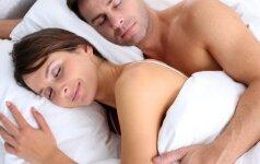 Ką atskleidžia porų miegojimo poza?