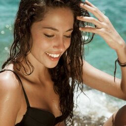 Aktualu vasarotojoms - ką turėtum žinoti apie vandeniui atsparią kosmetiką?