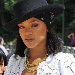 Įsimylėjusi Rihanna išlaisvino moteriškumą: tokių kūno formų belieka tik pavydėti (FOTO)
